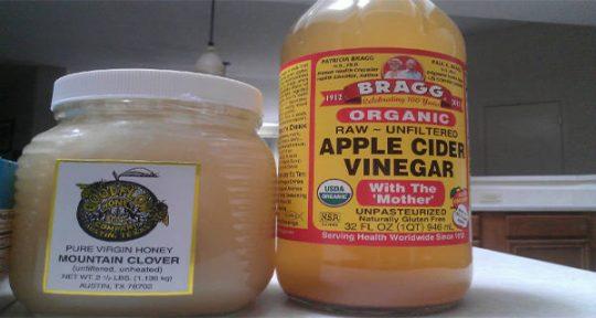 Co se stane, když budete pít ráno jablečný ocet s medem na prázdný žaludek?