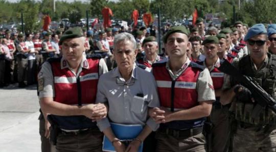 Turecko vydalo zatykač na agenta CIA zodpovědného za vojenský puč v Turecku