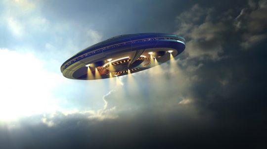 BYLO ZVEŘEJNĚNO NOVÉ VIDEO ZACHYCENÍ UFO AMERICKÝMI STÍHAČKAMI
