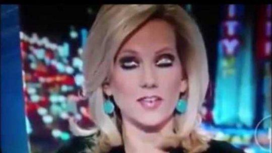 Reportérka Fox News zachycena podivnou změnou tvaru očí v přímém přenosu