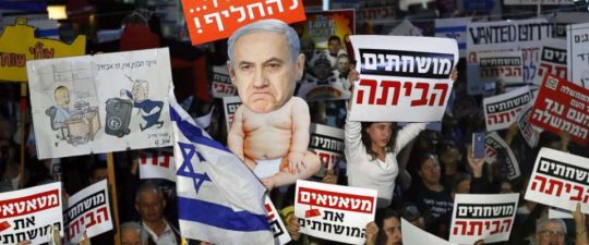 """""""Odstup Netanyahu!"""" Israelci protestují proti přesunu americké ambasády a průvodu na Den Jeruzaléma. Důsledek Trumpova rozhodnutí (VIDEO)"""