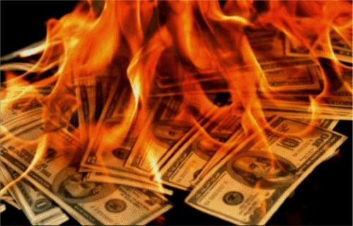 Varovanie! Sme pár dní pred finančným kolapsom – Banky zkolabujú už čoskoro. Žiadne jedlo a rabujúce gangy zúfalých ľudí. Časť 2.