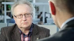 Senátor Veleba odešel Veselovskému ze studia. Nedokázal vysvětlit, kdo platí kampaň Zemanovi