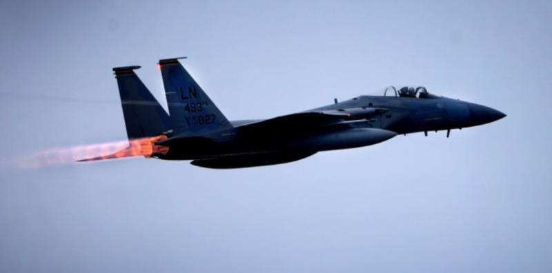 Čínske stíhačky sa snažili odohnať americké výzvedné lietadlo od sporných ostrovov v Juhočínskom mori + VIDEO