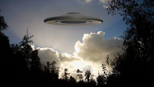 """Bývalý vyšetřovatel Pentagonu: Existence UFO je prokázána """"nade vší pochybnost."""""""