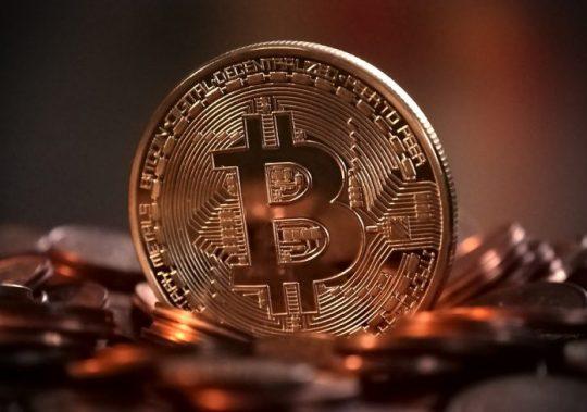Bitcoin čeká pád! Jeho hodnota v porovnání s prosincem 2017 klesla o 70%