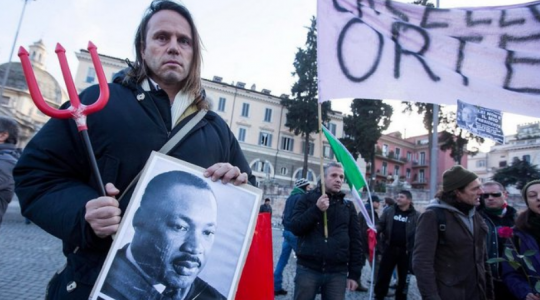 V Itálii demonstrují v ulicích desetitisíce lidí