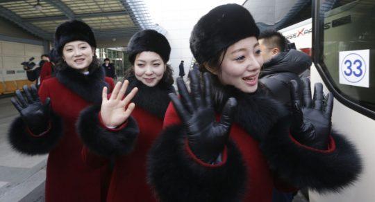 """""""Bláznivé"""" severokorejské fanynky na ZOH naštvaly sociální sítě (VIDEO)"""