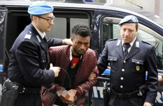 Kanibalismus v Evropě: Afričané na předměstí Paříže napadli muže a snědli mu část obličeje