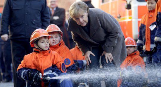 Merkelová, Juncker, Macron, Mayová a další: experti o tom, co čekat od bezdětných politiků
