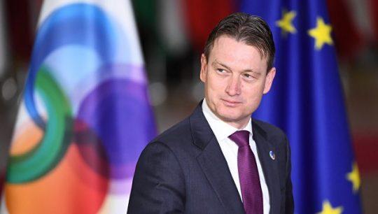 Nizozemský ministr zahraničí kvůli své lži o setkání s Putinem odstoupil z funkce