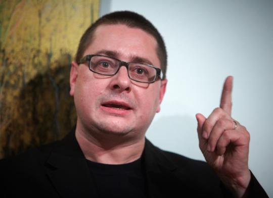 Šéfkomentátor LN  Petr Kamberský v živém vysílání ČRo řekl v souvisloti s prezidentem Zemanem věty, které hraničí s mafiánskými praktikami