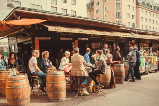 Rakúsko: majitelia barov zakazujú vstup žiadateľom o azyl potom ako kriminalita rapídne vzrastla