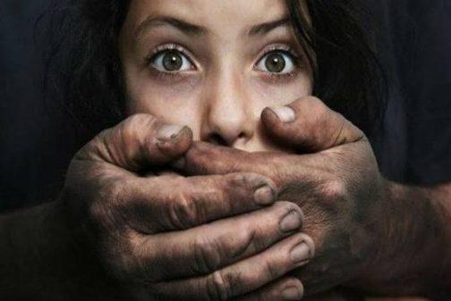 9 Znamení, že jste jako dítě zažili emocionální týrání