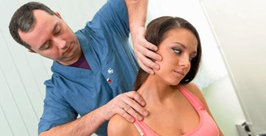 Špičkový ruský rehabilitační lékař ukázal pár jednoduchých cviků proti nejbolestivějším onemocněním krční páteře