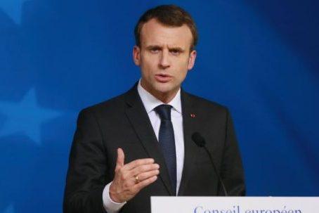 Francouzským generálům požadujícím vojenskou vládu v případě, že prezident Macron nedokáže islamisty před rozpadající se společností zastavit, hrozí trest