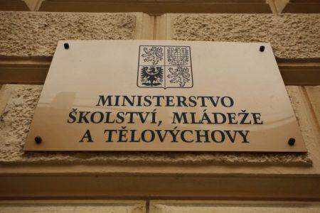 Skandál: Na organizování demonstrací proti Miloši Zemanovi a Andreji Babišovi se nepřímo podílí Ministerstvo školství neznalostí školského zákona!