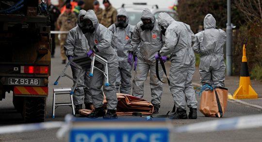 Fraška Skripal pokračuje: Britští experti přiznali, že nedokážou určit, kde byl jed použitý na otravu agenta a jeho dcery vyroben. Viník byl ale znám předem. Omluví se britská vláda, ostatní země a média?