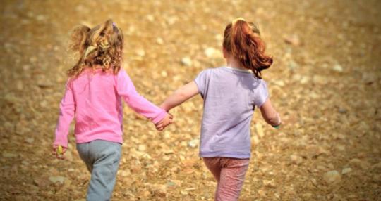 Politická korektnost dorazila i do mateřské školky: už žádná nejlepší kamarádka, toto označení prý traumatizuje ostatní spolužáky