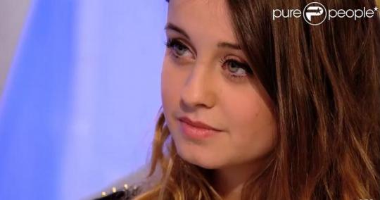 Krásná skromná ruská dívenka ve Francii vyhrála soutěž hlas dětí