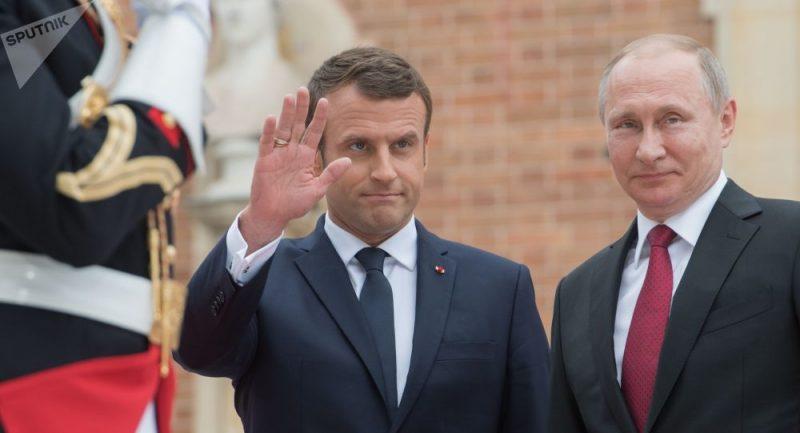 """Média: Macron prohlásil, že """"jsou si s Putinem rovni"""""""