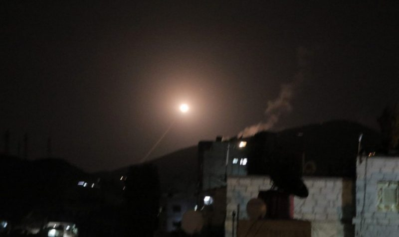 USA, Velká Británie a Francie zaútočily v noci na Sýrii. Bombardovaly i hlavní město Damašek. Bez mandátu OSN. Historie se opakuje