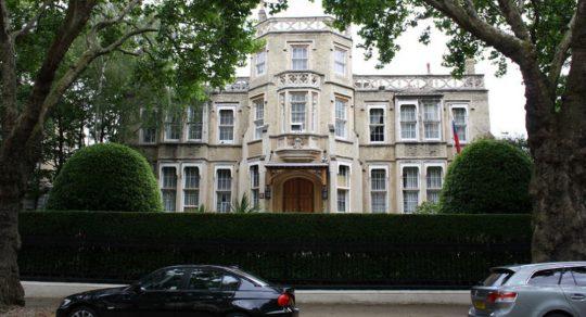 Ruští diplomaté obvinili The Guardian ze závisti k RT