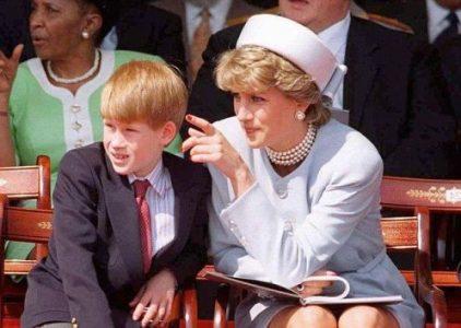 """Muž, který tvrdil, že je """"skutečný"""" princ Harry, byl nalezen v irském hotelu mrtvý"""