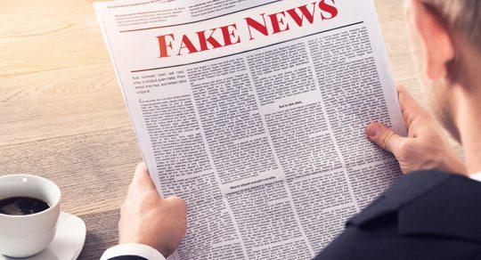 Fake news týdne: Tři nominanti v zástupu