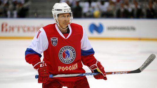 Putin bude hrát hokej na Severním pólu. Pozvání od bývalé hvězdy NHL a vyslance dobré vůle