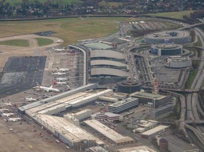 Mega chaos na letišti v Hamburgu!!!!!Copak na nás zase zkouší???? Po výpadku VISA karet další jobova zpráva. No vlastně celá série