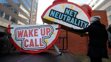 """Konec síťové neutrality v USA už má i v Evropě svoji podobu. Cílem je snaha poskytnout lidem přístup """"zdarma"""" jen na prověřené weby a na ty, které si to u operátora zaplatí"""