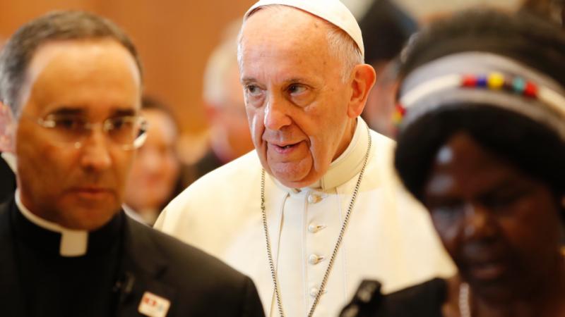 """Vatikán zakročil proti prohlášení amerických biskupů, dle kterého Bidenova politika podporuje """"morální zlo"""""""