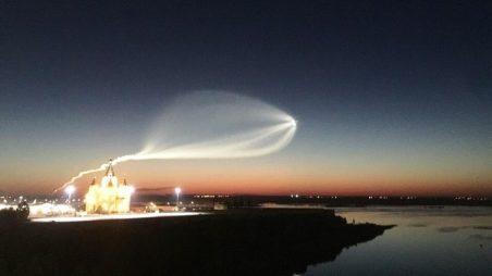 Z jiného světa? Fascinující snímky přeletu ruské rakety Sojuz zanechal lidi z celé země v úžasu