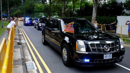Atomovky stranou, teď auta: Trump předvádí severokorejskému vůdci svoji limuzínu Bestii (VIDEO)