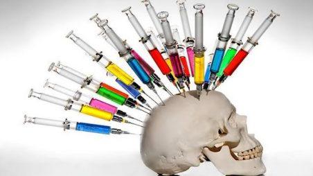 Policie zasahuje proti vědcům, kteří objevili nová vakcinační nebezpečí