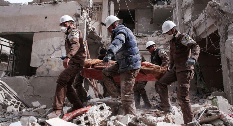 Média zveřejnila video inscenace chemického útoku v Idlibu