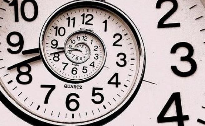 Hodiny tikají a čas běží rychleji. V krátké době budou velké změny. V zakódovaném náznaku jen 5 5 5 dní