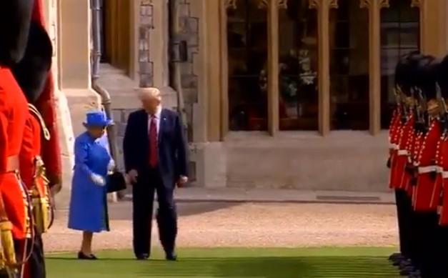 Americký prezident zanechal negativní dojem během svého setkání s královnou Alžbětou II.. Podívejte se na video