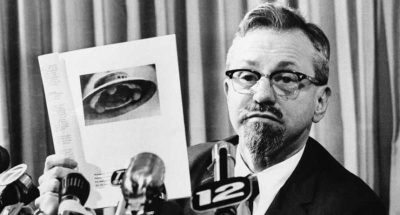 Víte o tom, že nejvýznamnější americký ufolog byl českého původu?