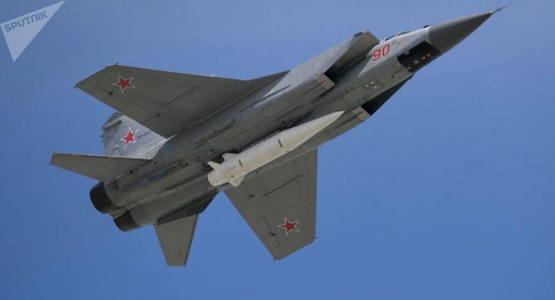 Ruské ťažké bombardéry Tu-160 a Tu-95MS v plnej bojovej pohotovosti