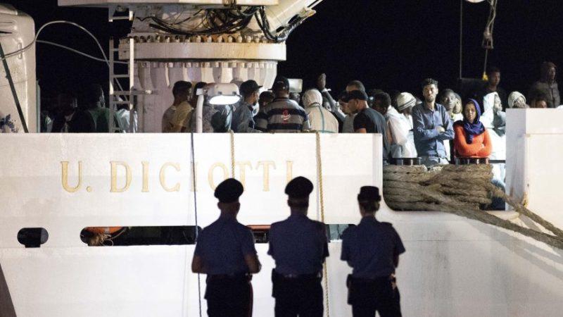 Európska únia a OSN opakovane varovali, že vracať migrantov z mora do Líbye bude protizákonným