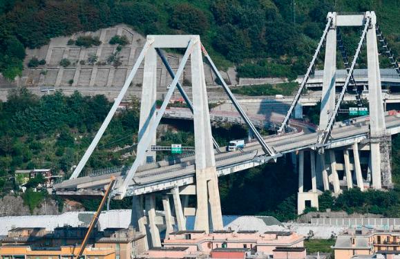 Zhroucení mostu v Janově nebylo zhroucení – řidič kamionu mluví o explozi a tlakové vlně