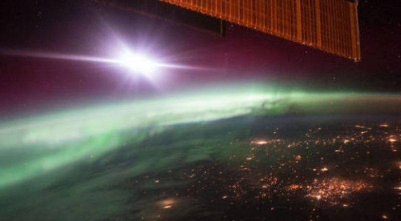 """""""V magnetickém poli Země se otevřela prasklina"""". Zemi zasáhl sluneční vítr"""