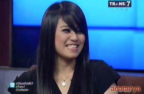 Black goo: Nebezpečné Black Goo se dostalo do asijského talentu v těle Riany