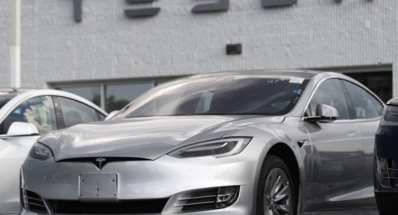 Belgičtí výzkumníci vám ukáží, jak během 2 sekund hacknout automobil Tesla (VIDEO)