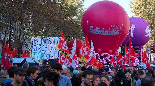 Francii ochromily stávky. Lidé protestovali proti reformám
