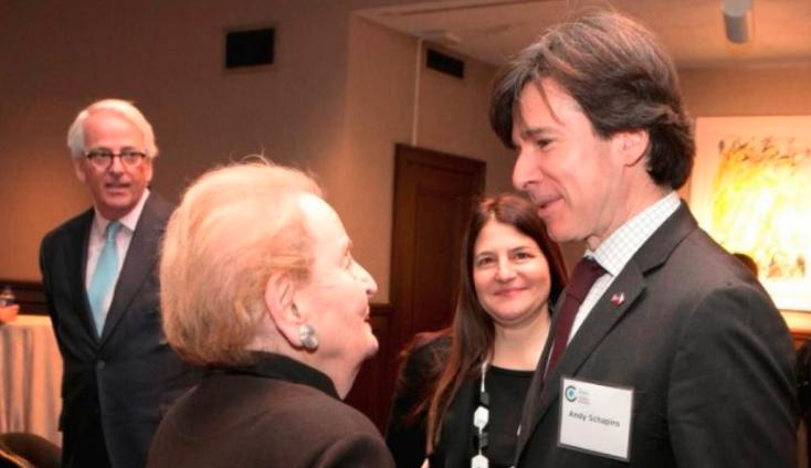 Vtip roku! Hrdý Čech Bakala podporující demokracii a volný trh, uvedl ex-velvyslanec Schapiro
