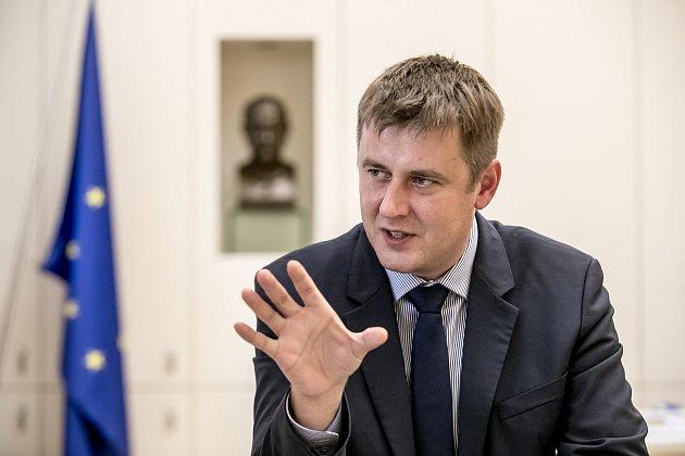 """Ministr Petříček se """"anexovanými vodami"""" zapsal do hvězdného nebe deb*lů"""