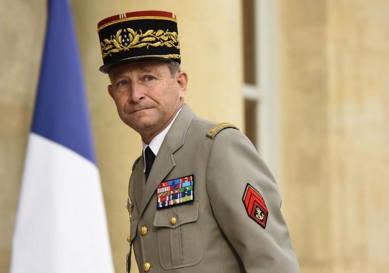 Do hry se dostává jeden a půl roku stará zpráva z Francie. Bude mít něco společného s dnešním děním? Asi ano